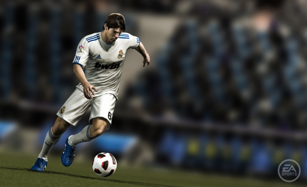 First FIFA12 Screenshot Revealed! (With Comparisons) FIFA12 Screenshot1
